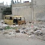 Ein im Müll versinkender VW