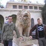 Niklas und ich vor dem Nationalmuseum